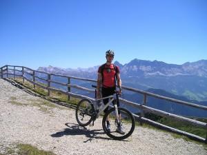 cyclists-55364_1280